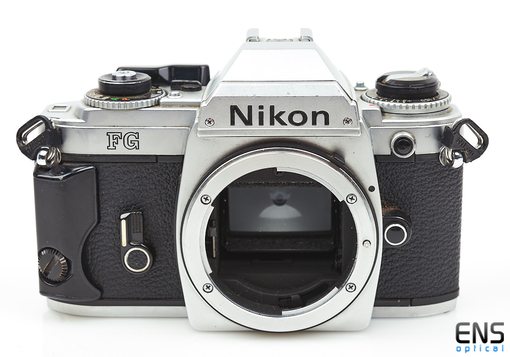 Nikon FG 35mm film SLR Chrome camera body - **FOR PARTS** 8202214
