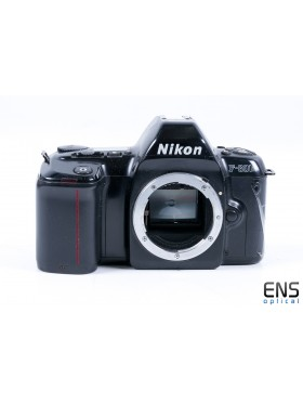 Nikon F-601m AF 35mm SLR Film Camera Black - Rare JAPAN 2040509