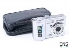 Samsung Digimax S600 digital camera with case